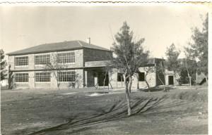 Το σχολείο καθώς κτίζεται (1960)
